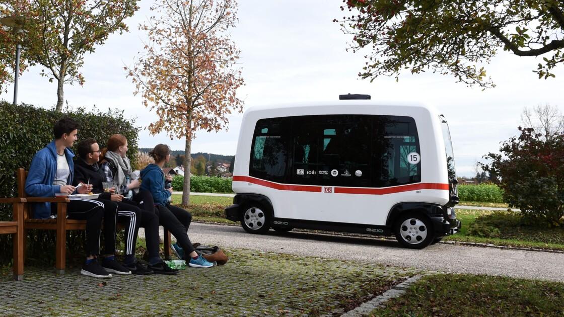 """Allemagne: un premier bus """"intelligent"""" sans chauffeur"""