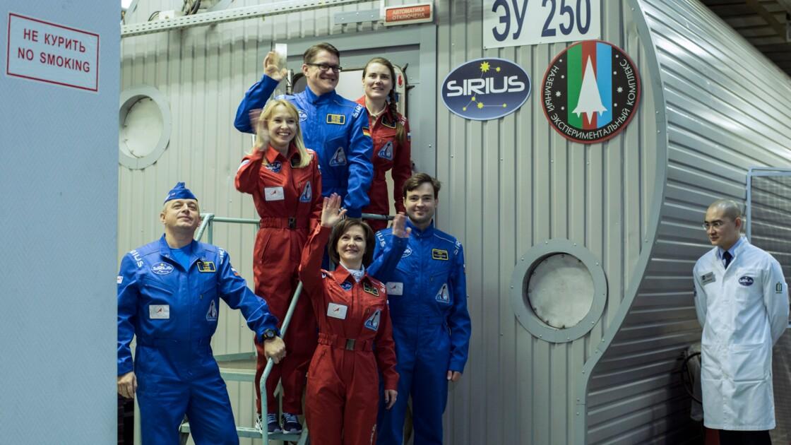 Russie: trois hommes et trois femmes enfermés pour simuler un vol vers la Lune