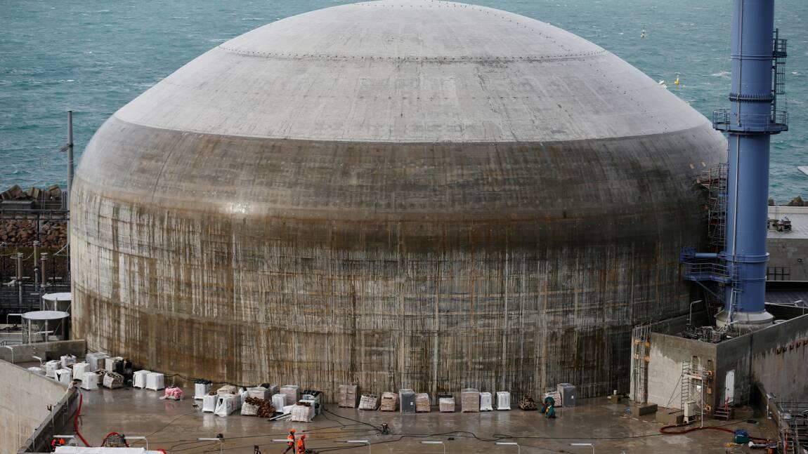 Nucléaire: plusieurs centaines de personnes défilent contre l'EPR de Flamanville