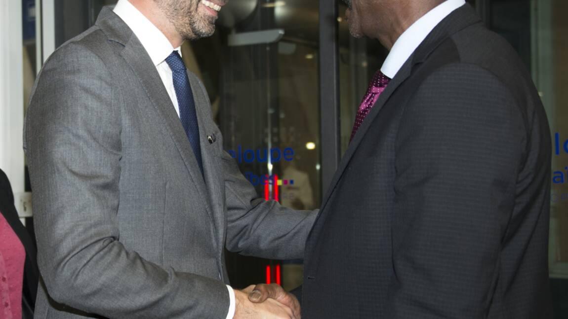 """Guadeloupe: Macron souhaite que """"l'Etat se mobilise"""" sur le problème de l'eau"""