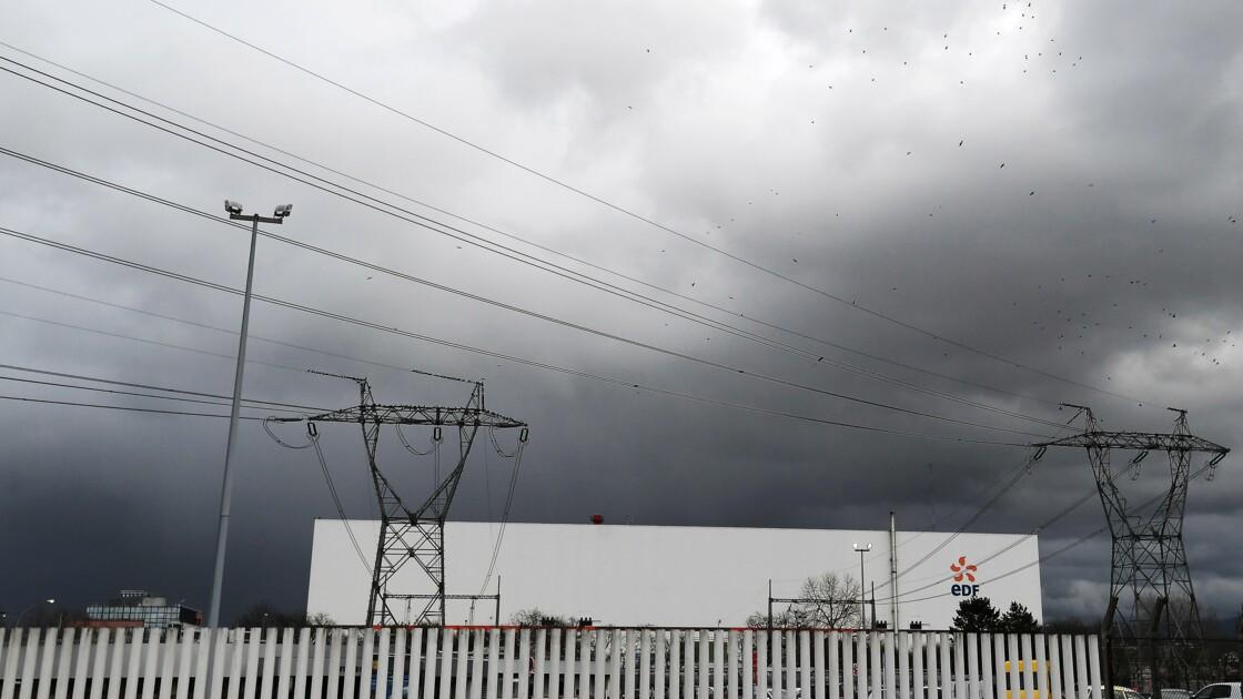 Canicule: deux réacteurs nucléaires arrêtés dans l'Ain et l'Isère