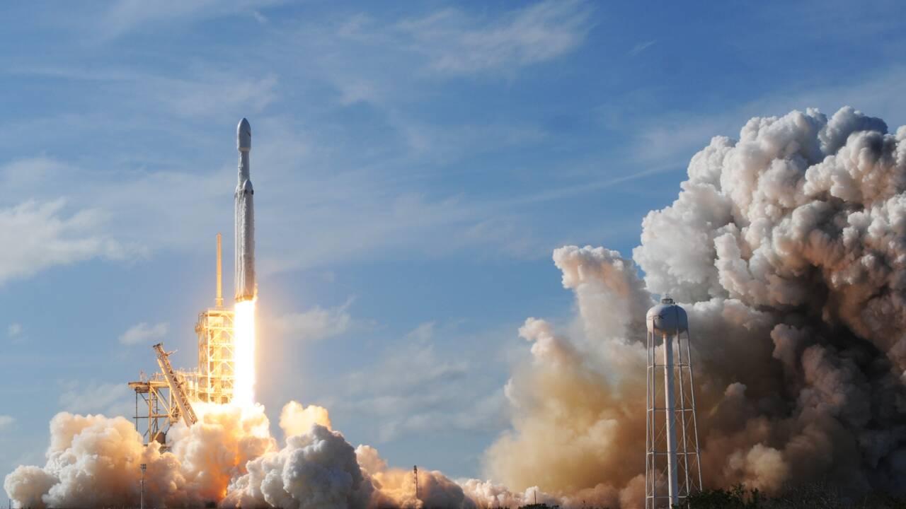 SpaceX: pari réussi avec le premier vol de la plus puissante fusée du monde