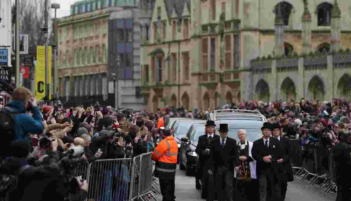 Des centaines de proches font leurs adieux à Stephen Hawking