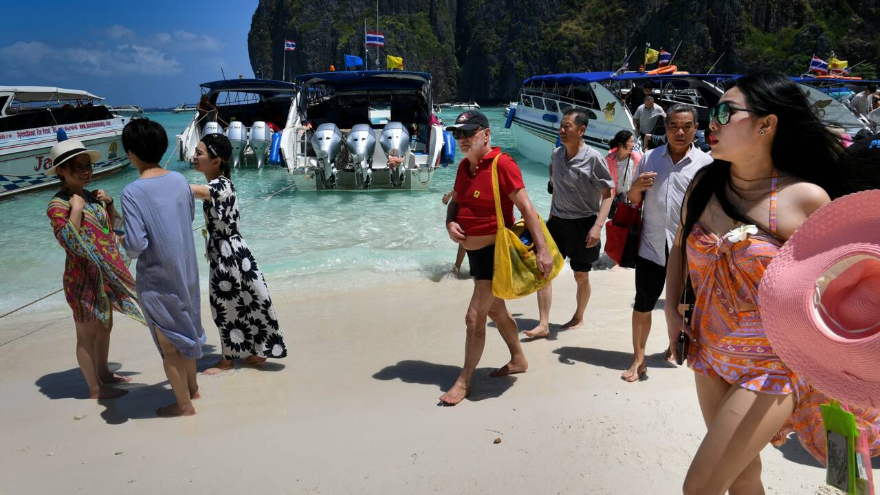 """Thaïlande: la baie rendue célèbre par le film """"La plage"""" reste fermée"""