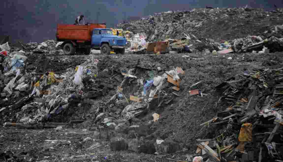 Submergée de déchets, Moscou étouffe