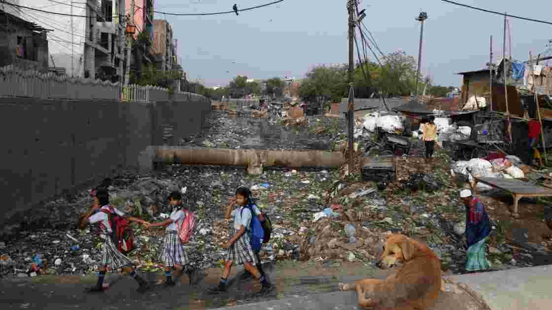 Chaleur et pollution extrême: Delhi sue, Delhi suffoque