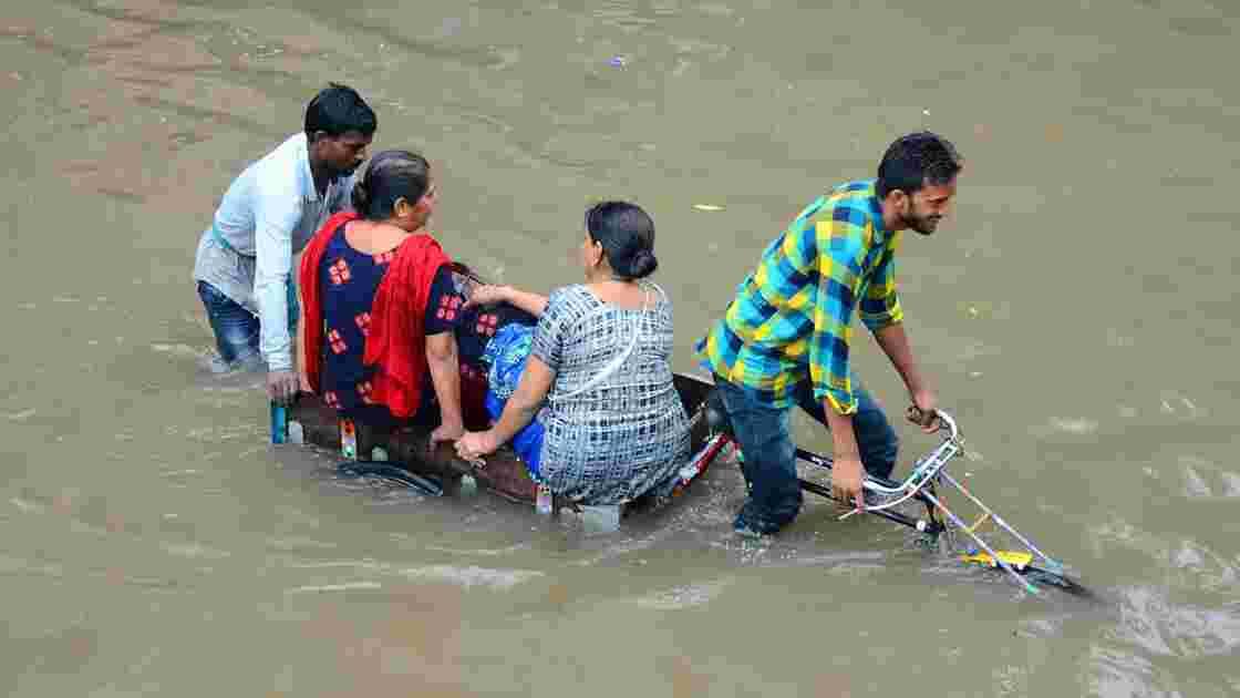 Inde : des pluies torrentielles tuent 49 personnes