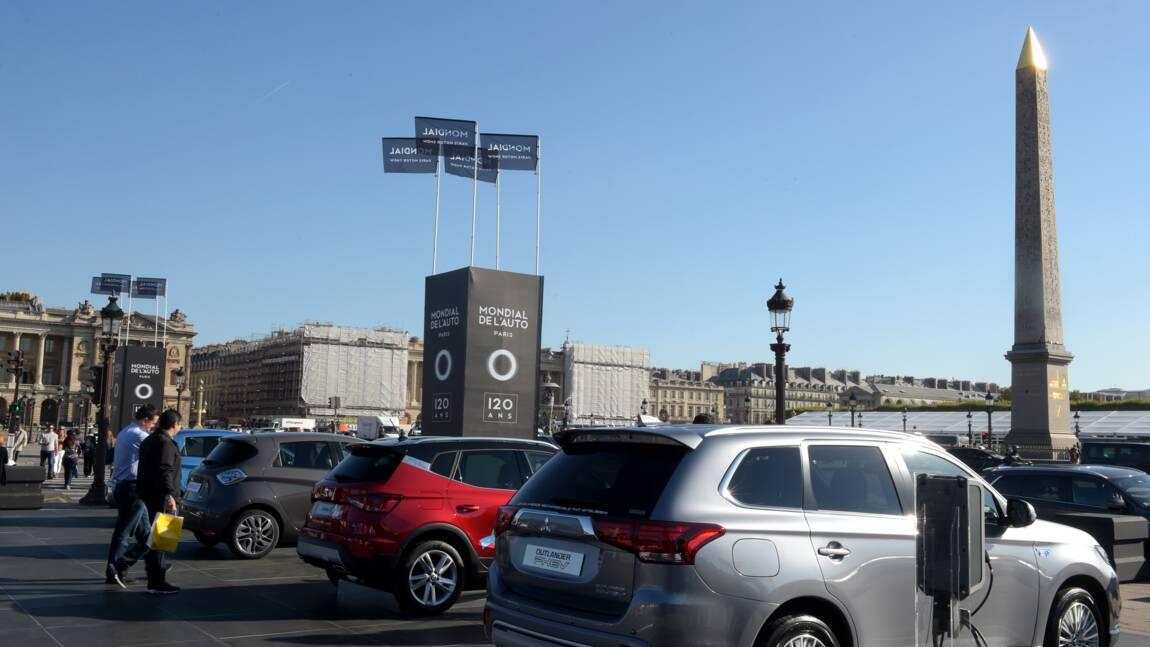 """Au coeur de Paris, la voiture électrique """"oui, mais pas tout de suite"""""""
