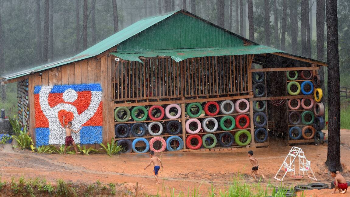 Au Cambodge, des élèves collectent les déchets pour pouvoir étudier