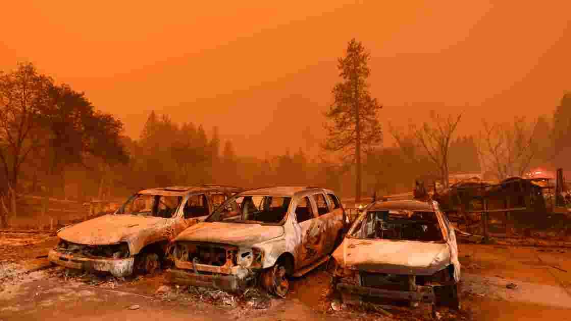 La Californie toujours en proie aux flammes, des milliers de pompiers déployés