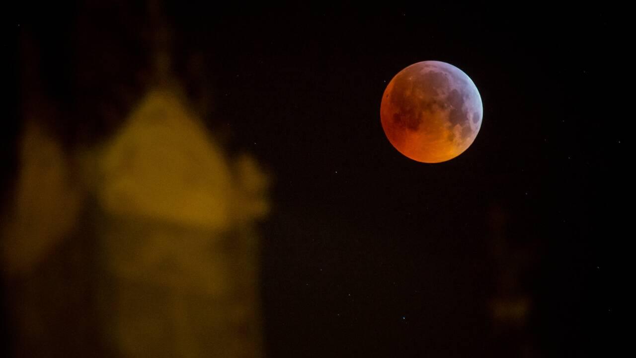 Il y a eu une éclipse totale de Lune dans la nuit de dimanche à lundi