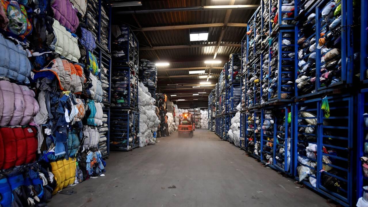 Recyclage: la seconde vie mouvementée des vêtements usagés