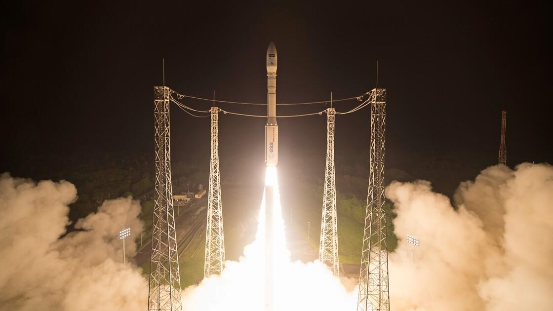 Une fusée Vega décolle de Kourou avec un satellite pour le Maroc