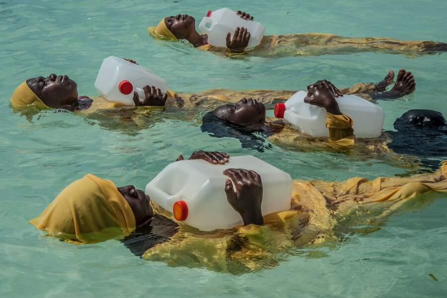 """Zanzibar : quand le burkini permet d'apprendre à nager - Catégorie """"gens"""" (séries)"""