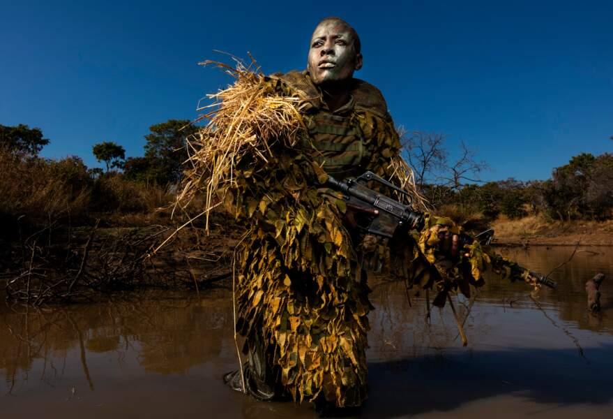 """Zimbabwe : les Akashinga, des femmes en lutte contre le braconnage – Catégorie """"photo de l'année"""""""