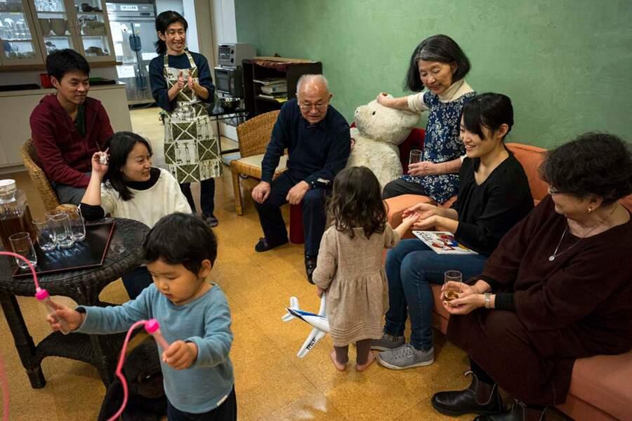 Dans les résidences collectives, on tente de maintenir le lien social entre jeunes et aînés