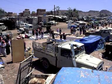 Reportage au cœur du souk Al Thal, le plus grand marché d'armes du Yémen