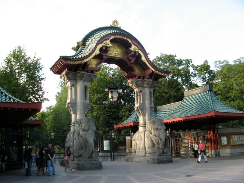 Visiter le parc zoologique en famille