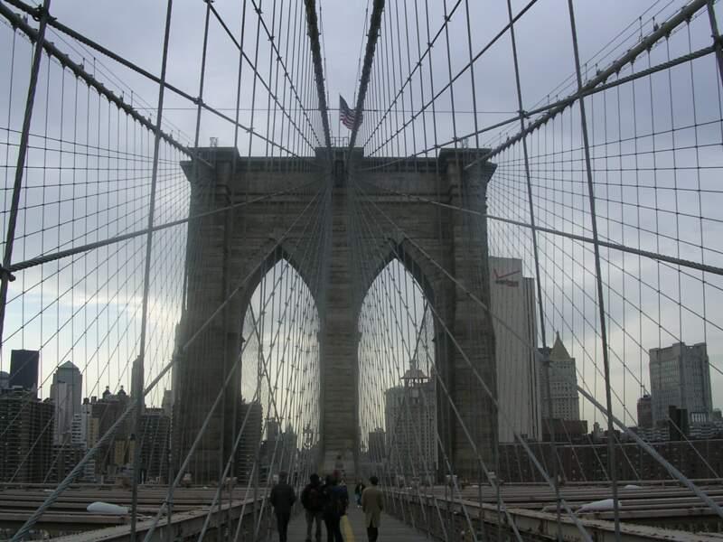 Une promenade romantique sur le pont de Brooklyn