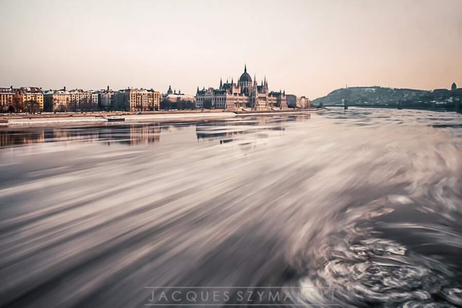 Le Danube gelé à Budapest, en Hongrie, par Jacques Szymanski / Communauté GEO