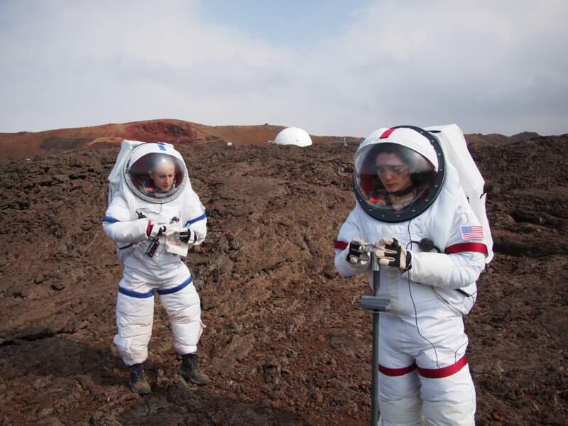 Les scientifiques réalisent des mesures sur le sol