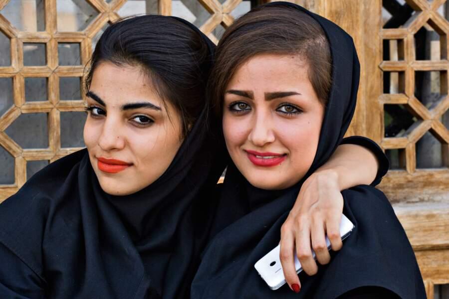 La jeune iranienne en total look