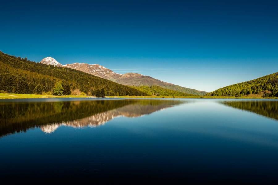 Vue sur le pic du Midi de Bigorre et son observatoire depuis le lac de Payolle