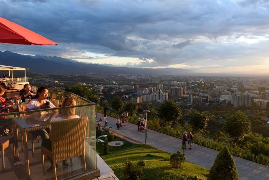 Almaty au soleil couchant