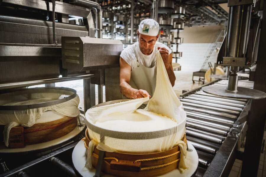 Coopérative de lait de la Haute Tarentaise, production du Beaufort, Bourg Saint Maurice