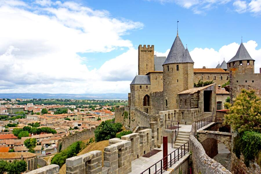 Le château comtal et ses remparts : le vertige médiéval