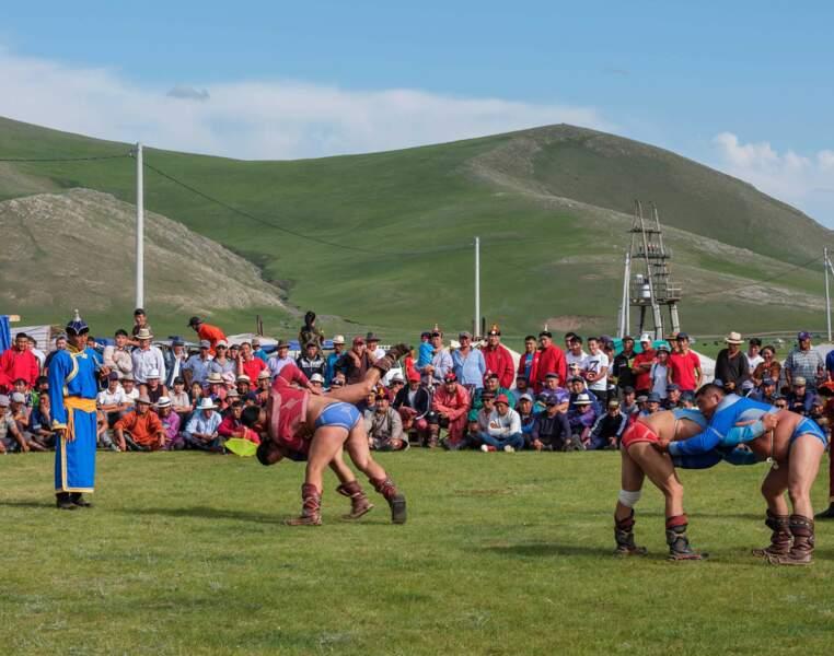 Mini Naadam, scène de lutte