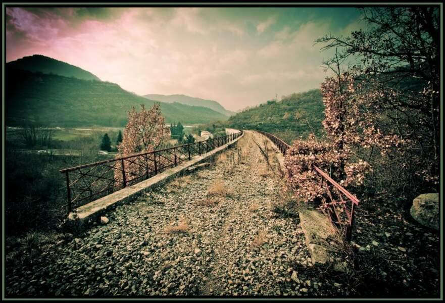 Pont de la voie ferrée, Alissas