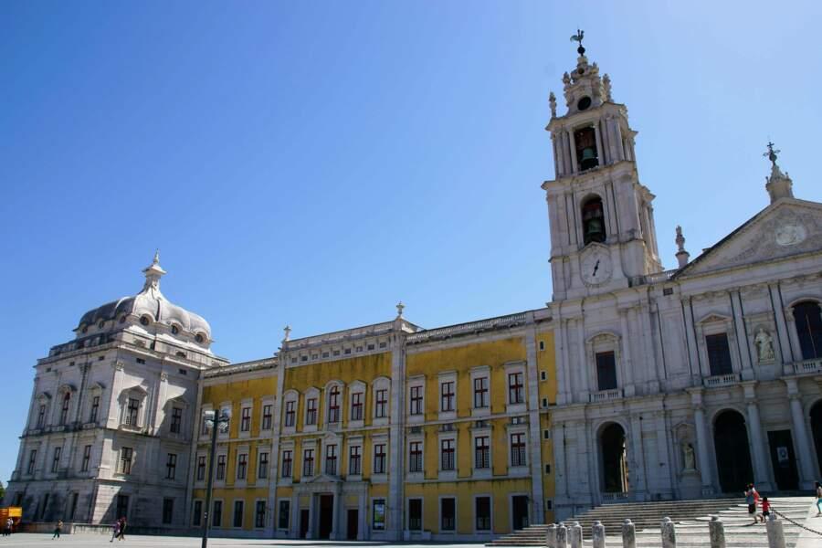 Au Portugal, l'édifice royal de Mafra : palais, basilique, couvent, jardin du Cerco et parc de chasse (Tapada)