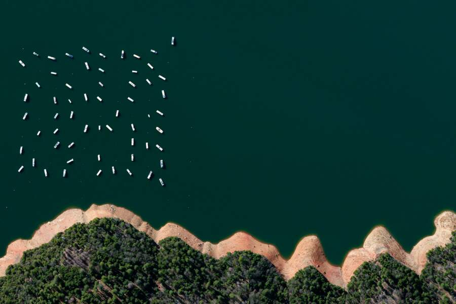 Des bateaux sur le réservoir de New Bullard Bar en Californie
