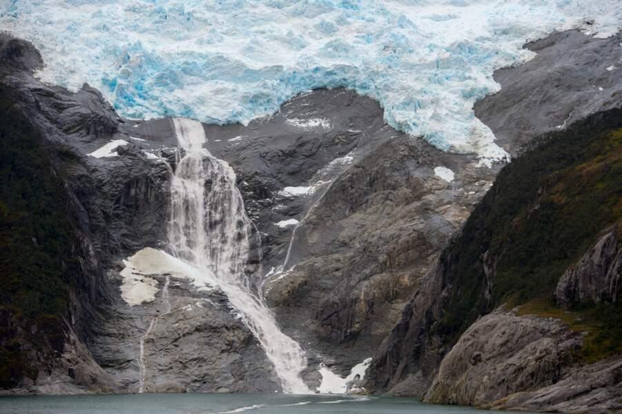 Fonte des glaciers, les réserves d'eau potable s'évaporent