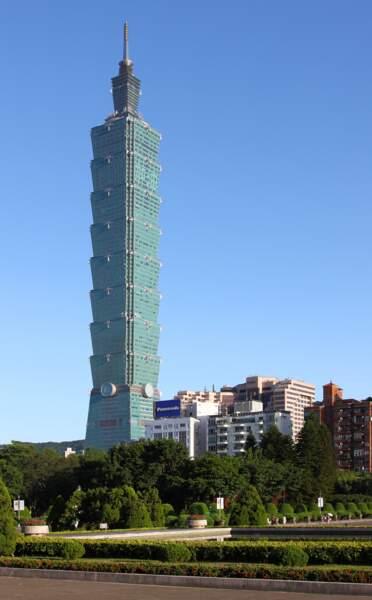 10. La Taipei 101 à Taïwan avec 509,2 mètres de hauteur (2004)