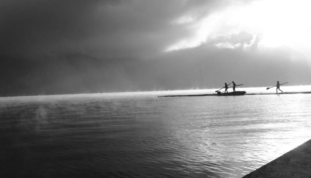 Brume matinale sur le lac d'Annecy