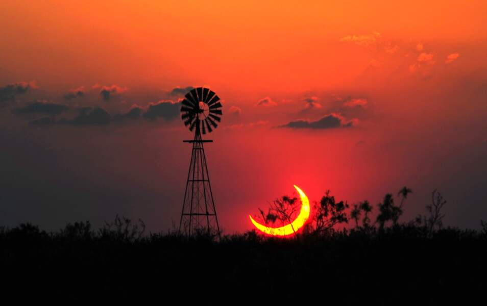 Eclipse solaire partielle au Texas