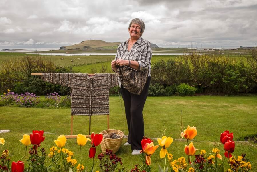 Doreen, tricoteuse la plus célèbre des Shetland