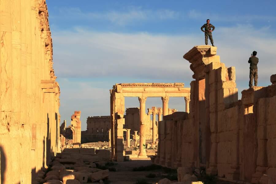Les soldats, nouveaux gardiens de Palmyre