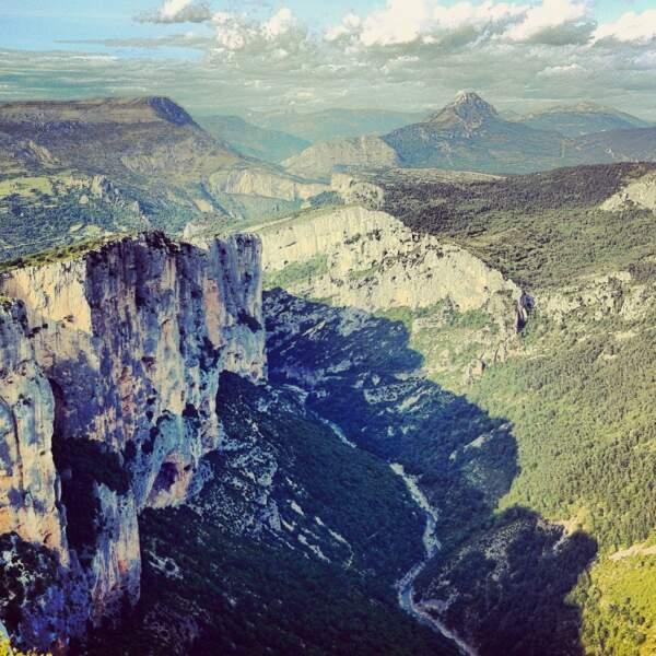 Avec leurs parois calcaire de 300 m, les gorges du Verdon proposent des centaines d'itinéraires