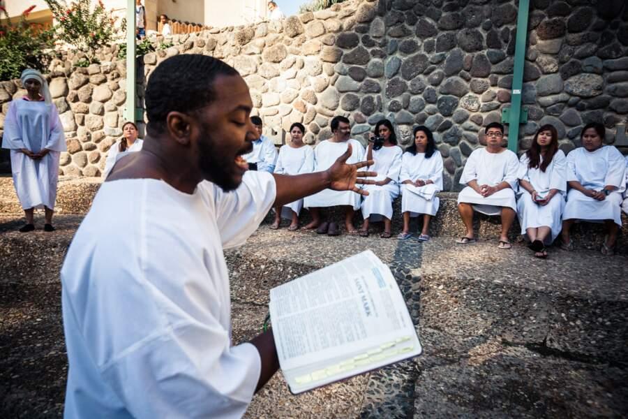 Psaumes et baptêmes sur le site de Yardenit