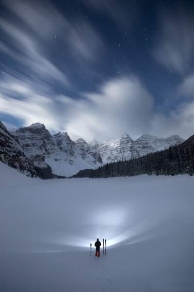 Le lac Moraine (des neiges), parc national de Banff dans l'Alberta (Canada), où vit Paul Zizka