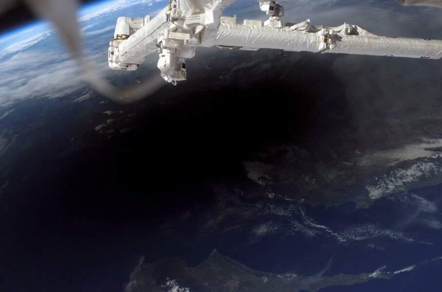 L'ombre de la Lune sur Terre, vue depuis la Station spatiale internationale