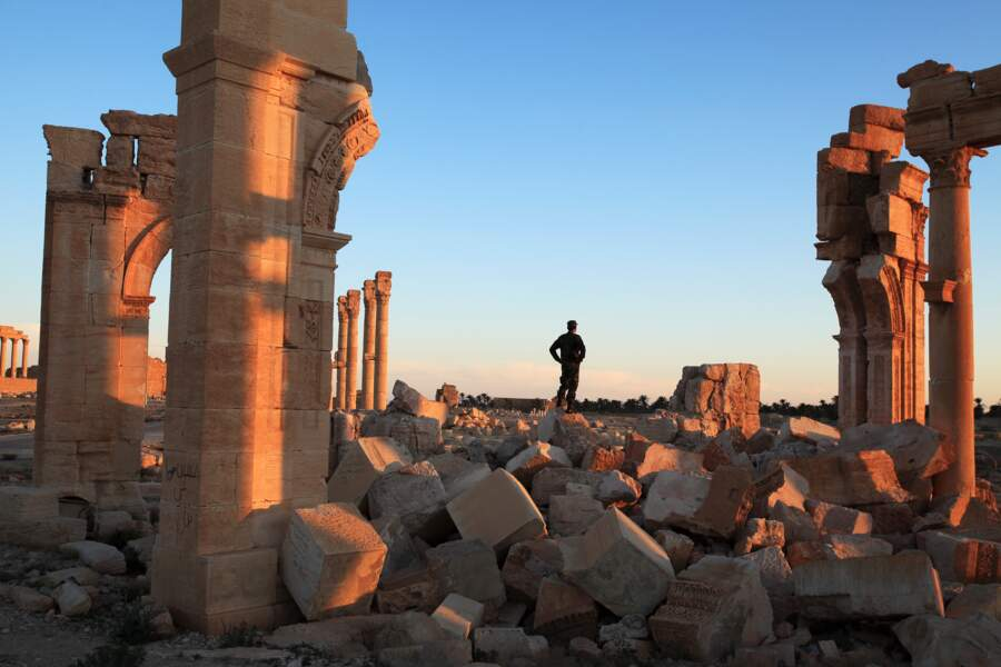 À Palmyre, des soldats syriens veillent sur les décombres de l'ancienne cité caravanière