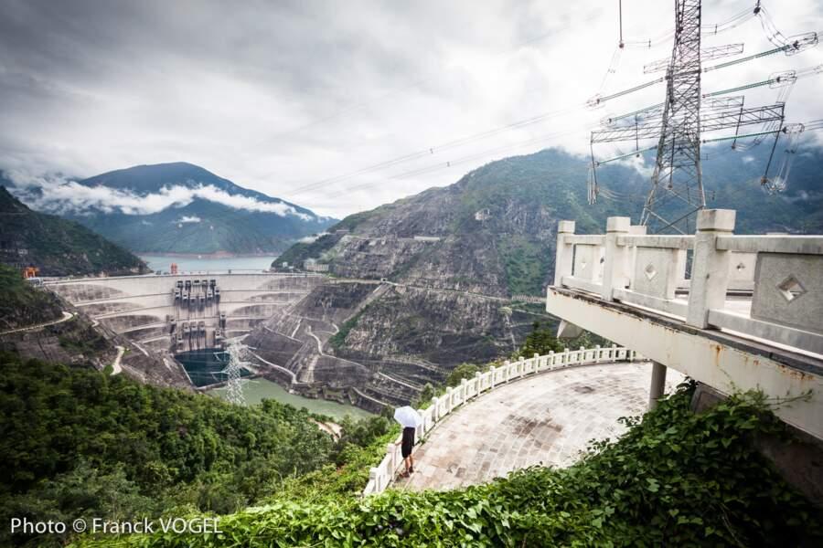 Un barrage presque aussi grand que la Tour Eiffel