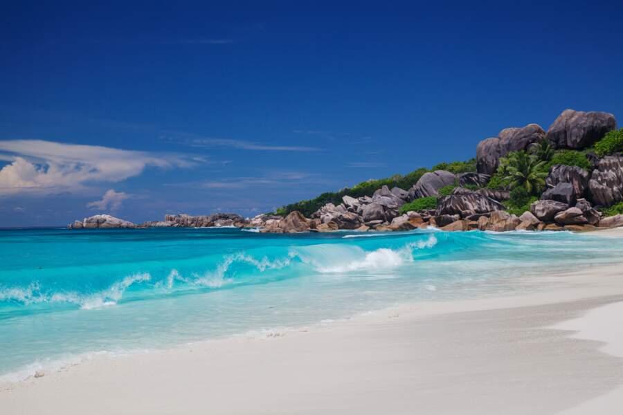 Faire du surf aux Seychelles à Grand Anse