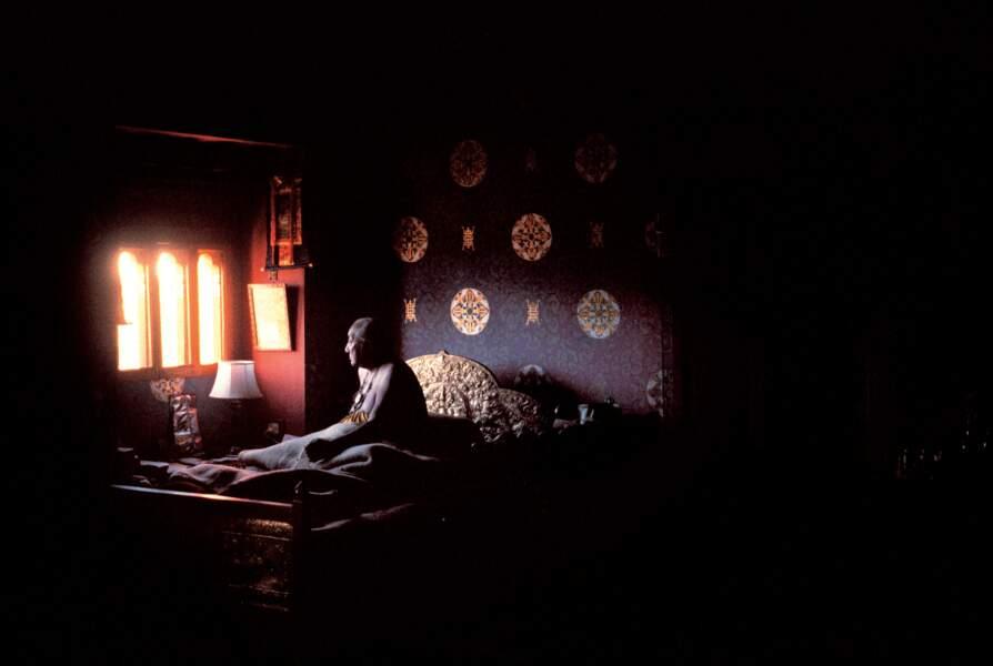 Dilgo Khyentsé Rinpotché accomplissant ses prières matinales, Bhoutan, 1984
