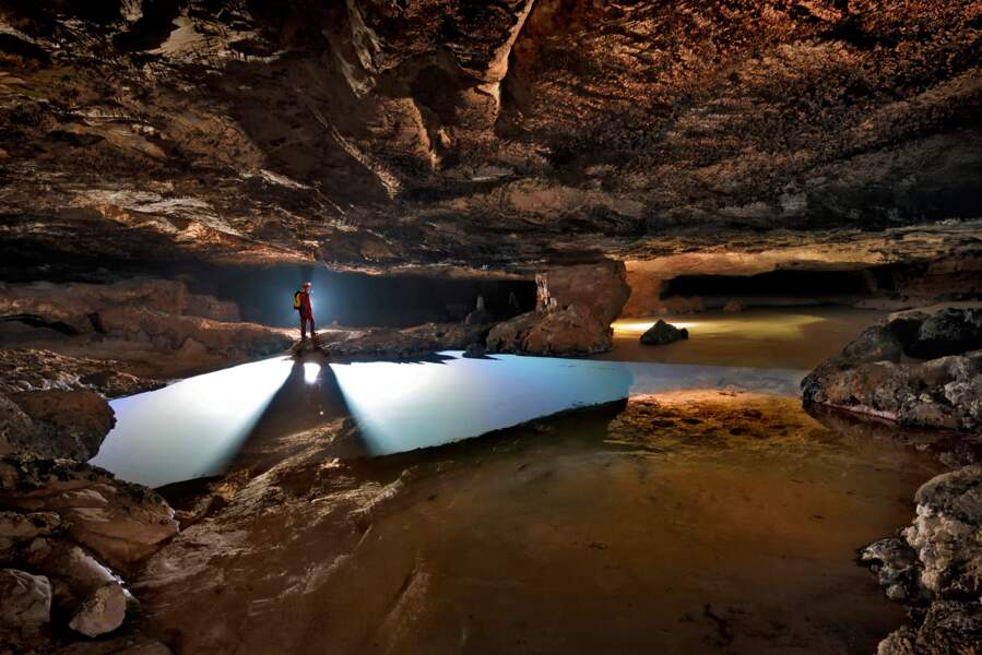 Grotte gigantesque découverte en 2013 dans le tepui d'Auyán