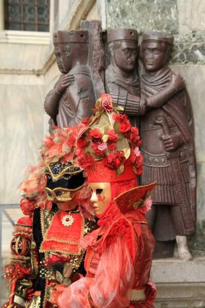 Devant la statue des Tétrarques (basilique Saint-Marc)
